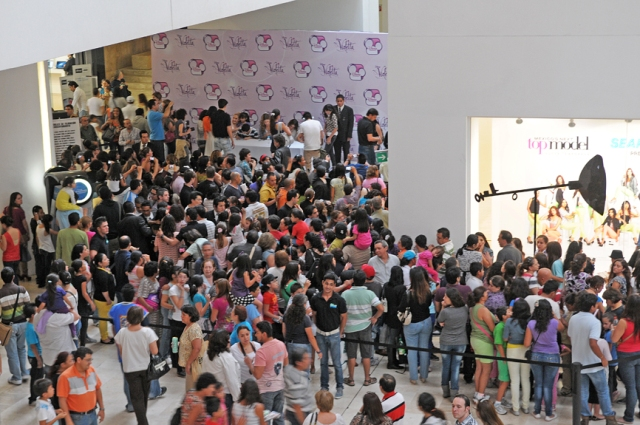Violetta (2) - FIRMA DE AUTOGRAFOS - CENTRO COMERCIAL - MEXICO - SEPTIEMBRE - 2012