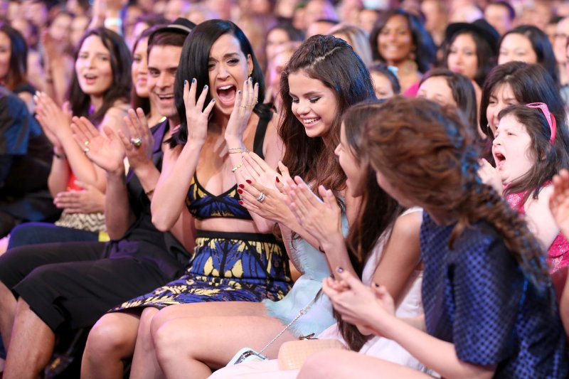 KIDS CHOICE AWARDS 2013 - KATY PERRY - SELENA GOMEZ