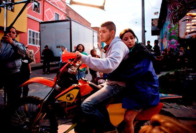 FIC LATIN AMERICA FILMA CUMBIA NINJA EN BOGOTA - RICARDO ABARCA - BRENDA ASNICAR