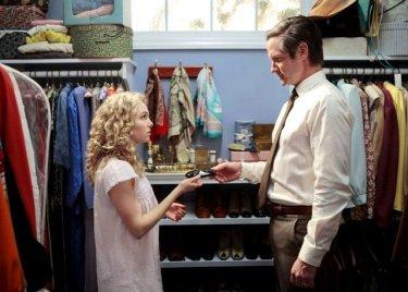 Copia de AnnaSophia Robb as Carrie Bradshaw and Mat Letscher as Tom Bradshaw (c) Warner Bros. Entertainment Inc.