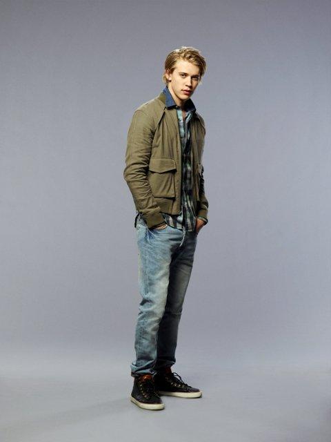 Copia de Austin Butler as Sebastian Kydd_Standing (c) Warner Bros. Entertainment Inc.