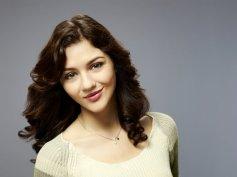 Copia de Kate Findlay as Maggie Landers_Closeup (c) Warner Bros. Entertainment Inc.