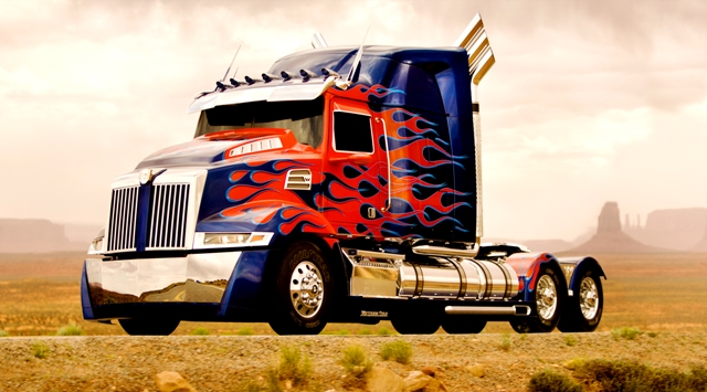 Optimus_Prime_1 - TRANSFORMERS 4 - PARAMOUNT PICTURES