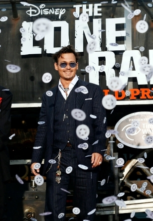 096 - JOHNNY DEPP - THE LONE RANGER - RED CARPET - DISNEY - CALIFORNIA