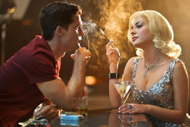 1284steven strait es stevie evans y elena satine es judi silver en magic city en fx_med