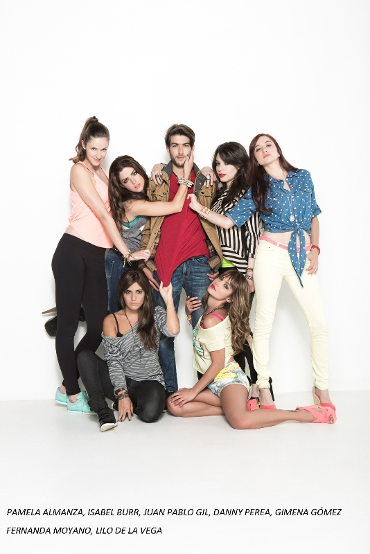 Copia de NM2_group1_official_cast_photo_2013_b