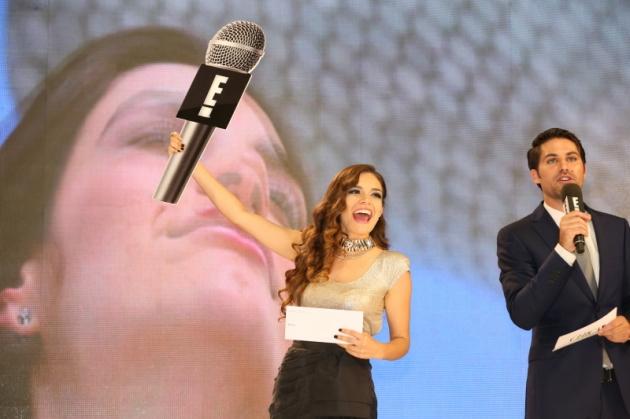 16. Tania Rendón y Renato López
