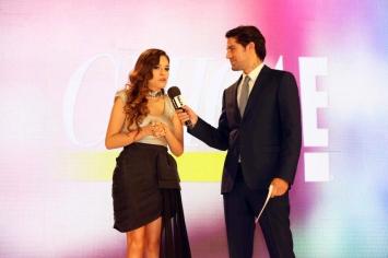 6. Tania Rendón y Renato López