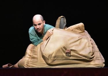 el actor misha arias de la cantolla como el soldado