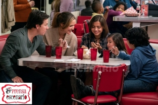 Isabela Moner, Gustavo Quiroz, Julianna Gamiz, Mark Wahlberg and Rose Byrne in Instant Family from Paramount Pictures.