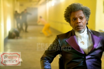 GLASS Samuel L. Jackson as Elijah Price/Mr. Glass and James McAvoy (background, in yellow) as Kevin Wendell Crumb/The Horde in Glass, written and directed by M. Night Shyamalan. Photo Credit: Jessica Kourkounis/Universal Pictures