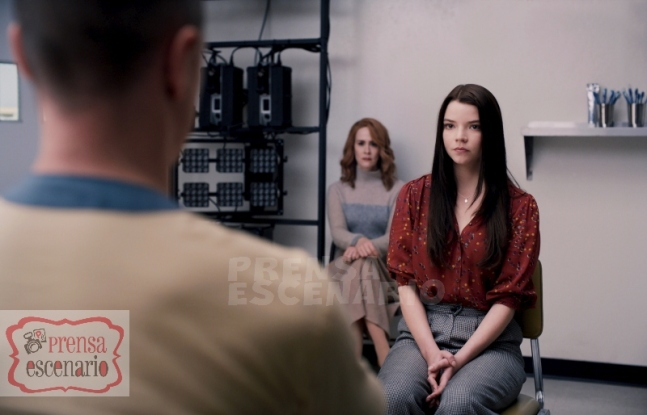 GLASS L to R: James McAvoy as Kevin Wendell Crumb/The Horde, Sarah Paulson as Dr. Ellie Staple and Anya Taylor-Joy as Casey Cooke in Glass, written and directed by M. Night Shyamalan. Photo Credit: Universal Pictures
