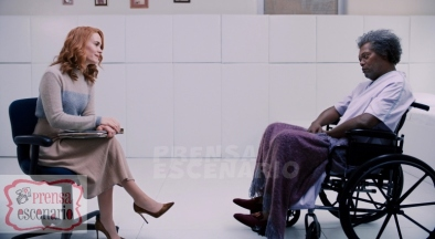 GLASS L to R: Sarah Paulson as Dr. Ellie Staple and Samuel L. Jackson as Elijah Price/Mr. Glass in Glass, written and directed by M. Night Shyamalan. Photo Credit: Universal Pictures