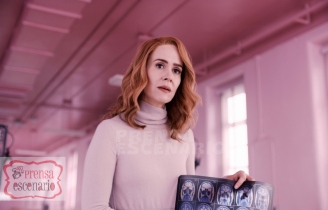 GLASS Sarah Paulson as psychiatrist Dr. Ellie Staple in Glass, written and directed by M. Night Shyamalan. Photo Credit: Universal Pictures