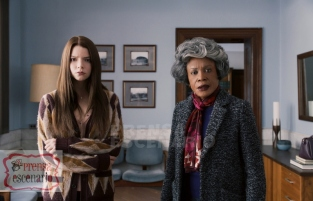 GLASS L to R: Anya Taylor-Joy as Casey Cooke and Charlayne Woodard as Mrs. Price in Glass, written and directed by M. Night Shyamalan. Photo Credit: Universal Pictures