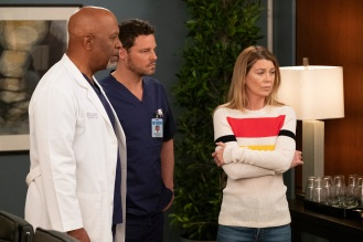 """GREY'S ANATOMY """"Jump into the Fog"""" As fog begins to cover Seattle, the doctors of Grey Sloan navigate through personal complications. Meredith and Alex attempt to save Gus, while Levi talks some sense into a struggling Nico, on the season finale of """"Grey's Anatomy,"""" THURSDAY, MAY 16 (8:00 9:01 p.m. EDT), on The ABC Television Network. (ABC/Jessica Brooks) JAMES PICKENS JR., JUSTIN CHAMBERS, ELLEN POMPEO"""
