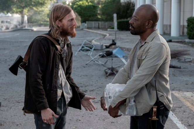 Austin Amelio as Dwight, Lennie James as Morgan Jones - Fear the Walking Dead _ Season 5, Episode 10 - Photo Credit: Van Redin/AMC