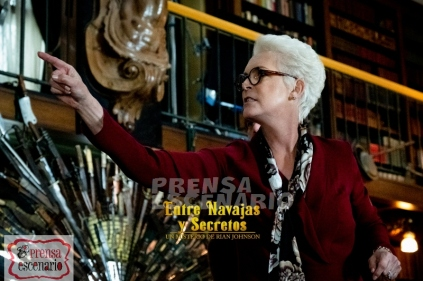 Jamie Lee Curtis stars as 'Linda' in KNIVES OUT.