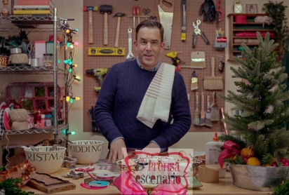 HOLIDAY HOME MAKEOVER WITH MR. CHRISTMAS - Benjamin Bradley in Episode 1 of HOLIDAY HOME MAKEOVER WITH MR. CHRISTMAS. CR. Courtesy of Netflix/©NETFLIX 2020